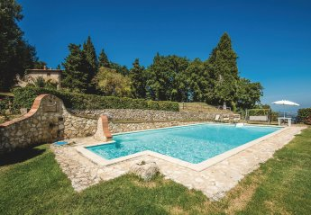 8 bedroom Villa for rent in Cetona