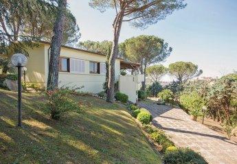 Villa in Italy, Lari