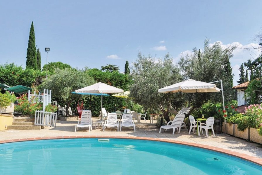Apartment To Rent In San Feliciano Italy With Shared Pool