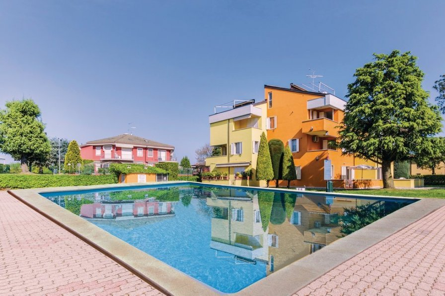 Apartment To Rent In Sirmione Italy With Shared Pool 201606