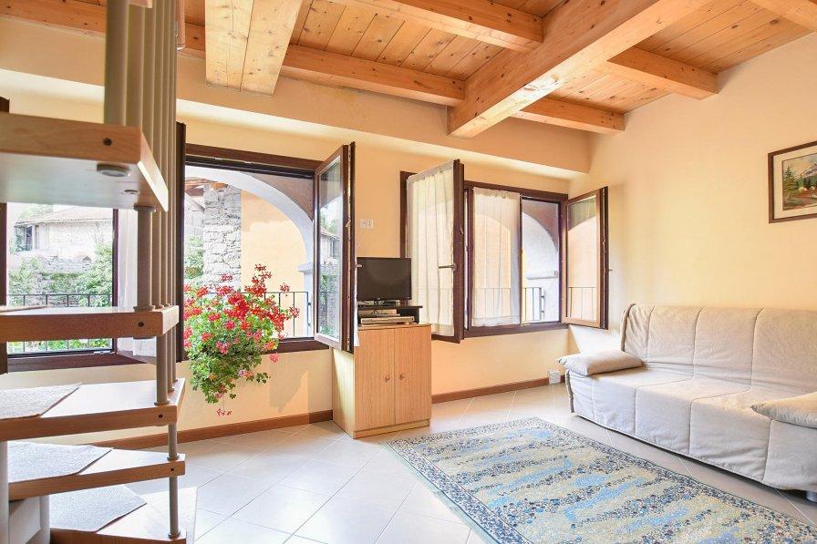 Villa in Italy, Artò-Centonara