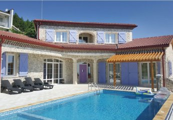 4 bedroom Villa for rent in Rogachevo