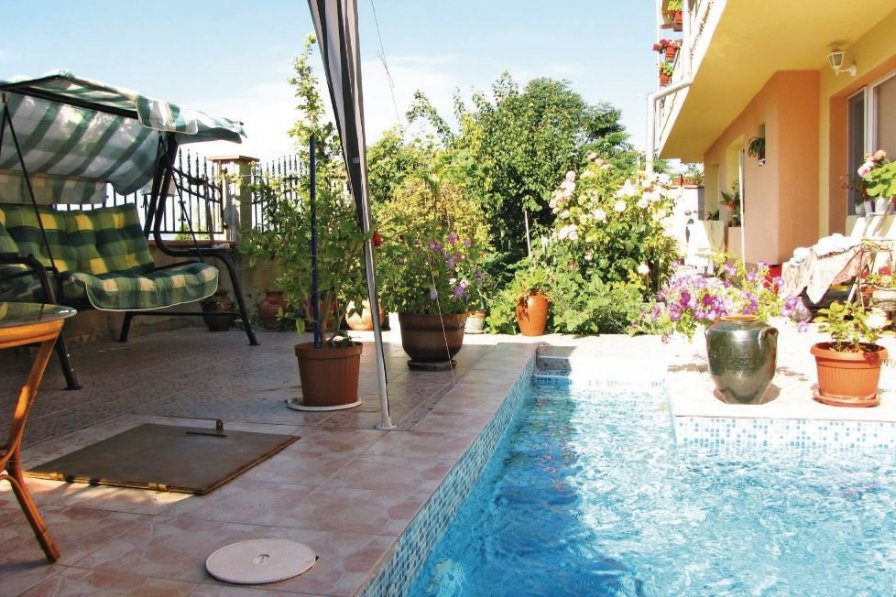 Holiday apartment in Varna with shared pool