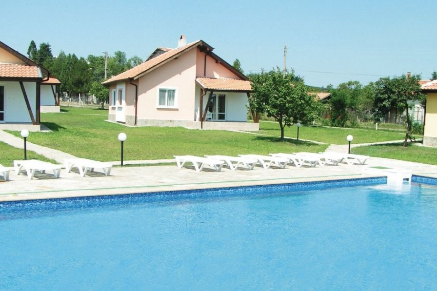 Villa rental in Bryastovets with shared pool