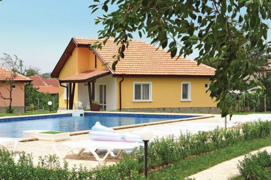 Villa with shared pool in Bryastovets