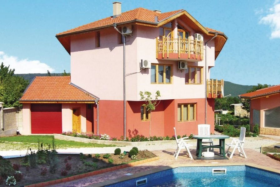 Holiday villa in Varna with shared pool