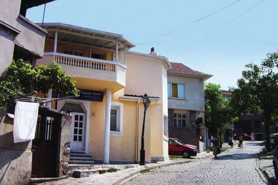 Black sea coastal villa to rent