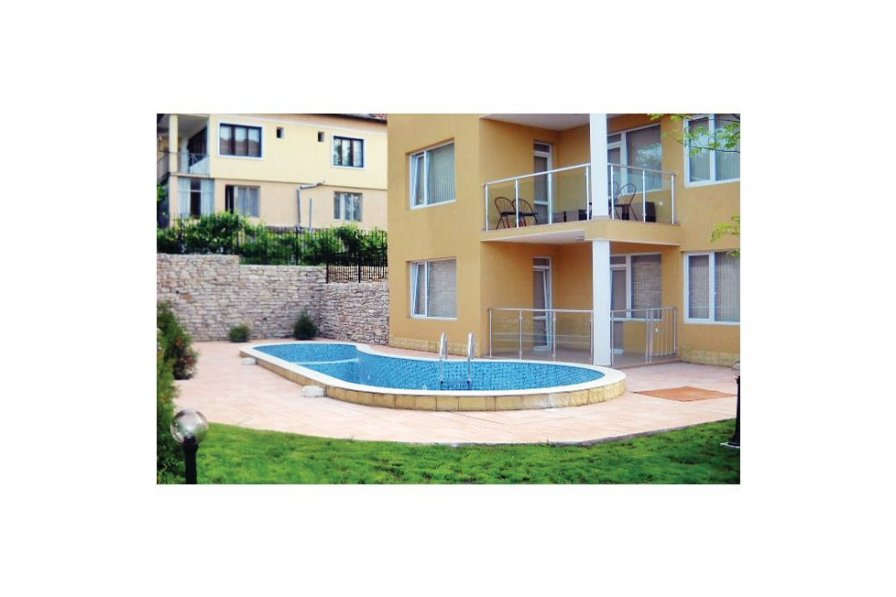 Apartment with pool in Varna