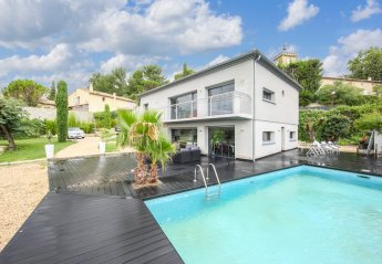 Villa in France, Sauveterre