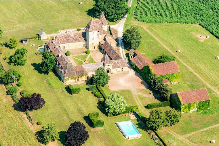 Chateau in France, Le Buisson-de-Cadouin