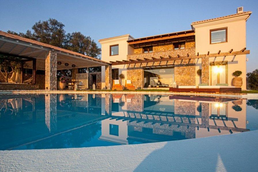 Villa in Greece, Viros