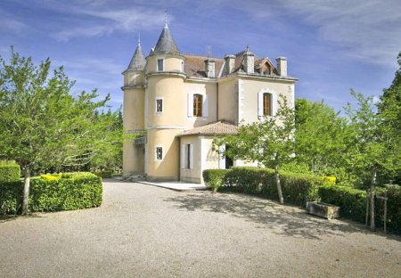 Chateau in Puymiclan, France