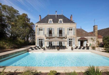 Chateau in Lans, France: KASTELIADESChateaux de Lans et de Mercurey