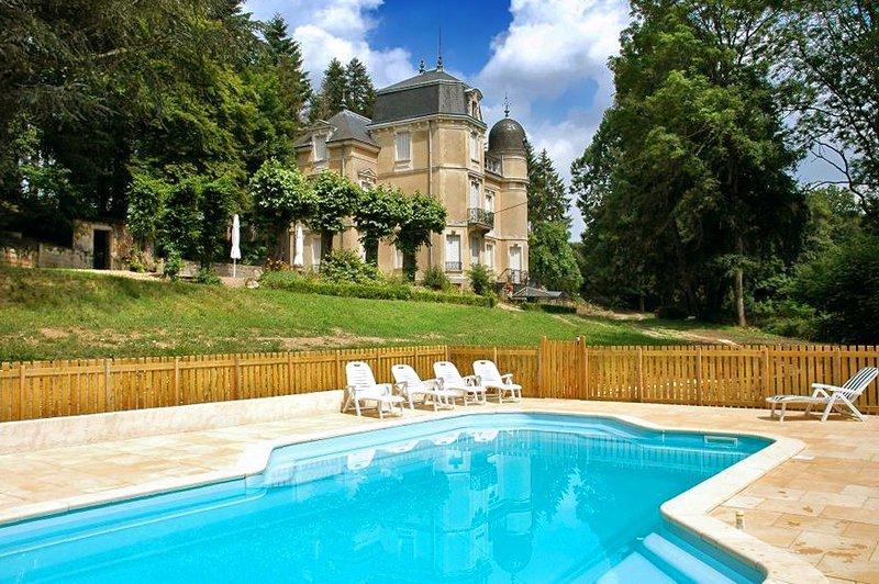 Chateau in France, Saint-Martin-de-Commune