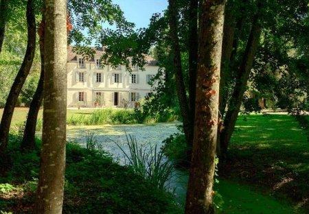 Chateau in Porte de Beaune, France