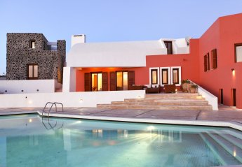 5 bedroom Villa for rent in Santorini
