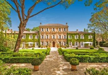 Chateau in France, Le Village-Saint-Martin-de-Crau