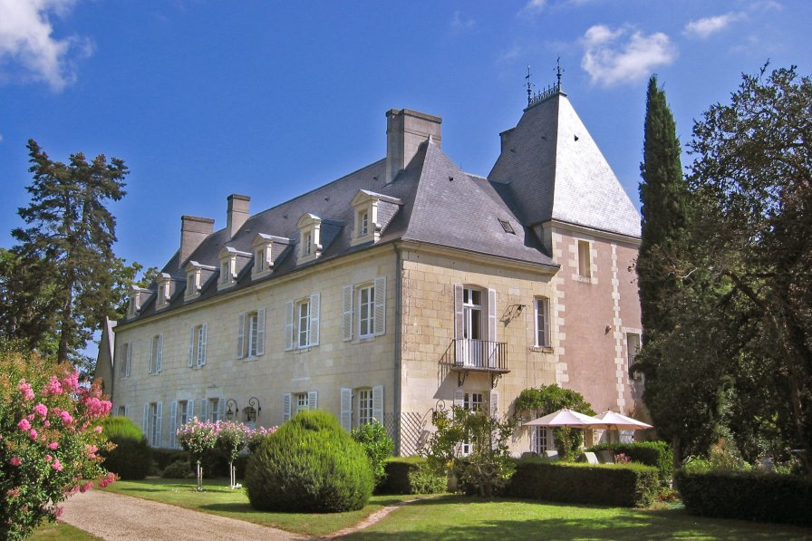 Chateau in France, Avoine