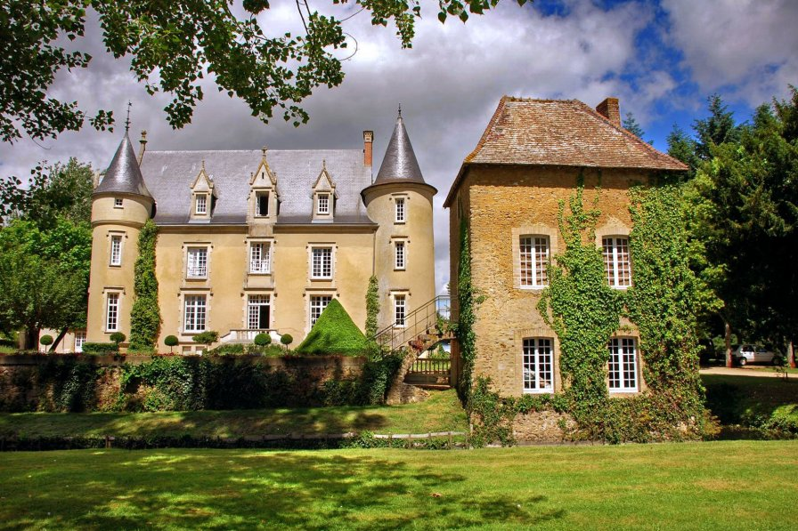 chateau to rent in lombron france with private pool 202736