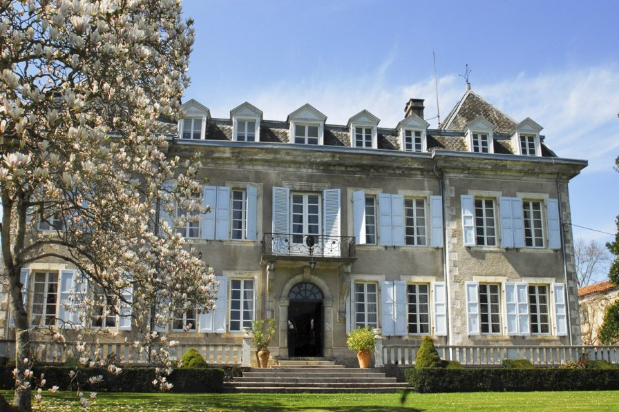 Owners abroad Chateau Glycines