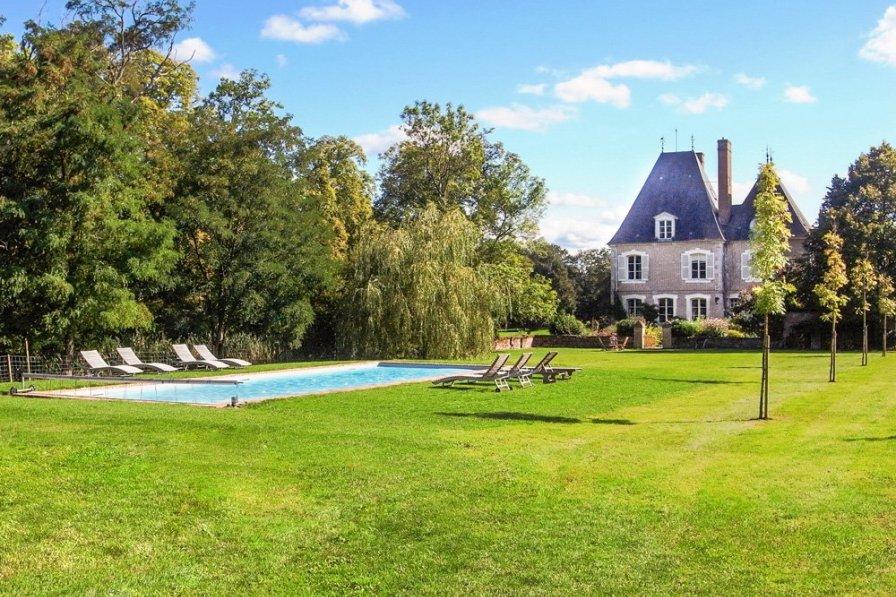 Chateau in France, Brinon-sur-Sauldre