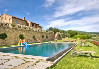 8 bedroom Villa for rent in Tuoro sul Trasimeno