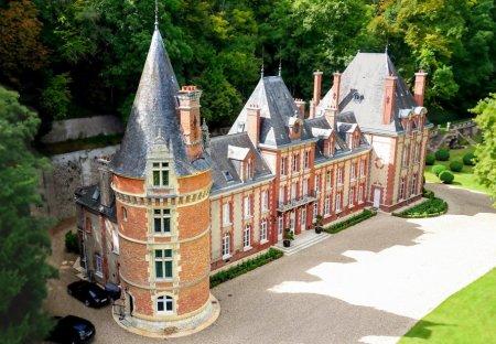 Chateau in Bazincourt-sur-Epte, France
