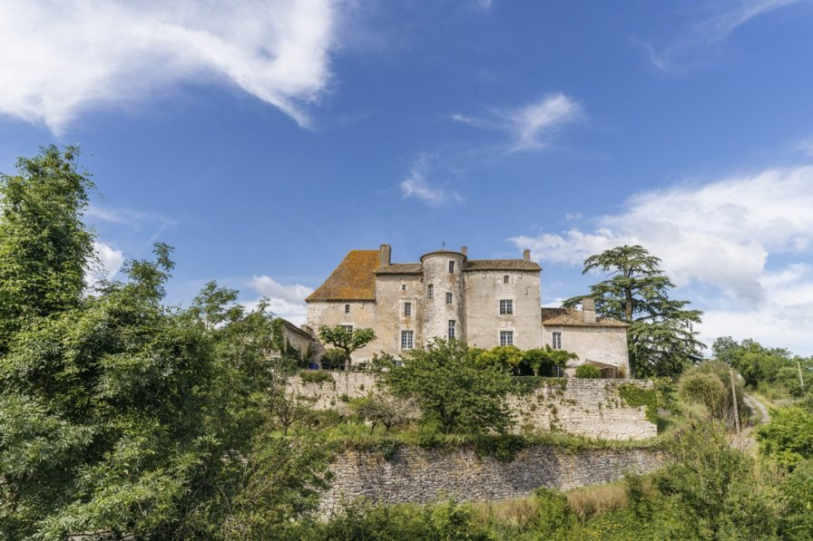 Chateau in France, Saux