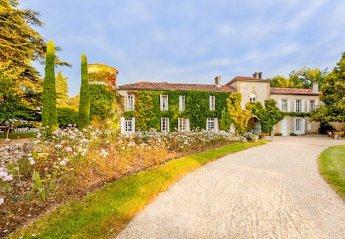 Chateau in France, Larressingle