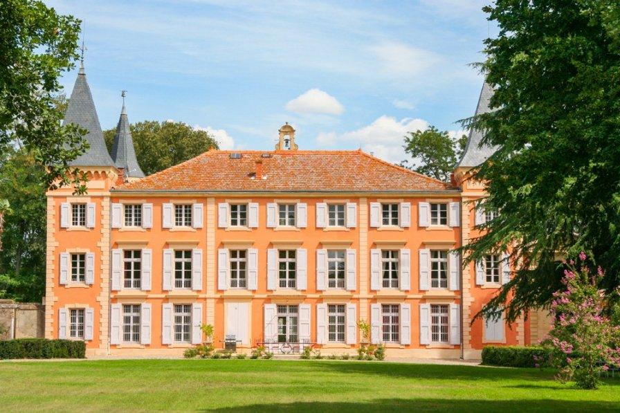 Chateau in France, Four À Chaux