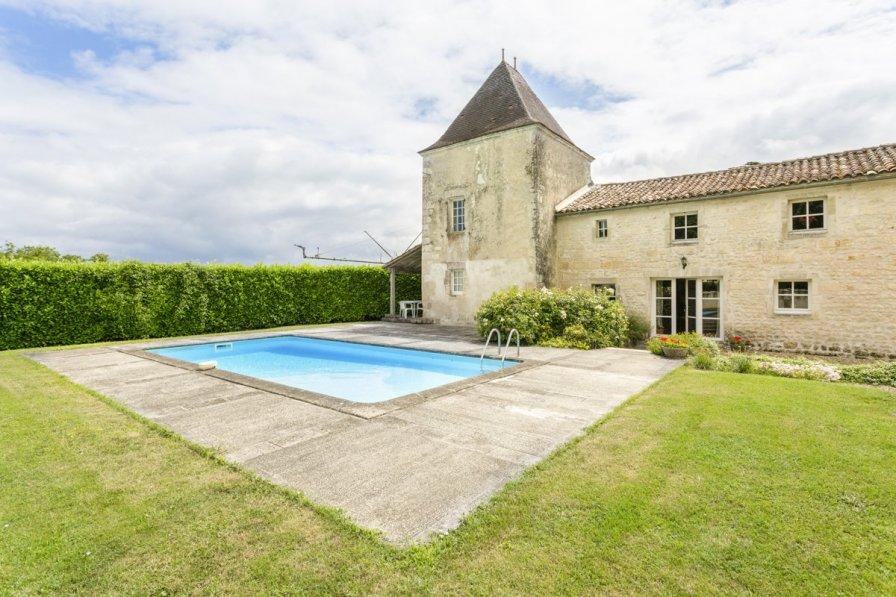 Villa in France, Belluire