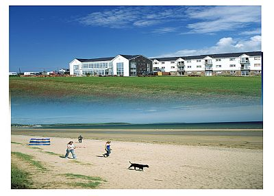 House in Ireland, Youghal: Hotel Exterior on Beach