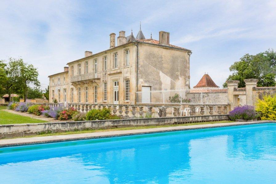 Chateau Serbise Estate