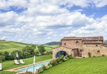 8 bedroom Villa for rent in Pienza