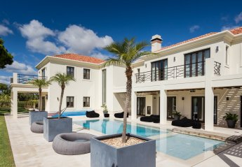 6 bedroom Villa for rent in Almancil