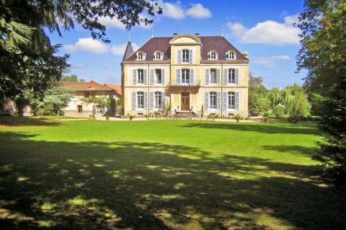 Chateau Les Bardants and Maison