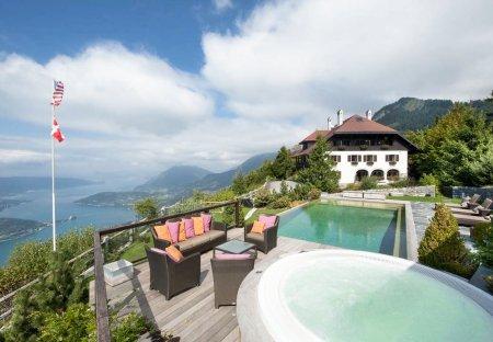 Villa in Faverges Centre, France: terrasse piscine, jacuzzi