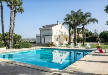 5 bedroom Villa for rent in Modica