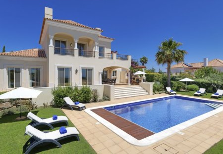 Villa in Monte Rei Golf & Country Club, Algarve