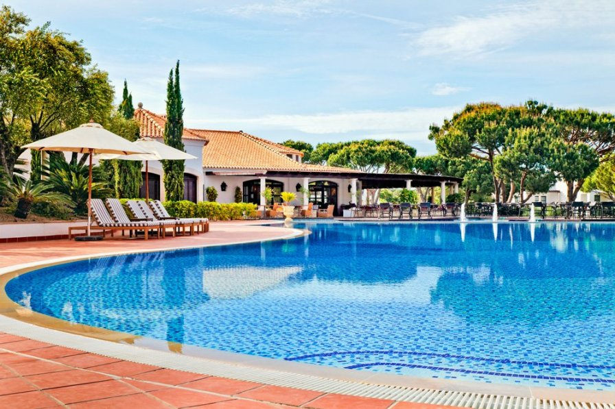 Villa To Rent In Pinhal Do Concelho Algarve With Shared