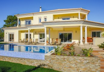 5 bedroom Villa for rent in Quarteira