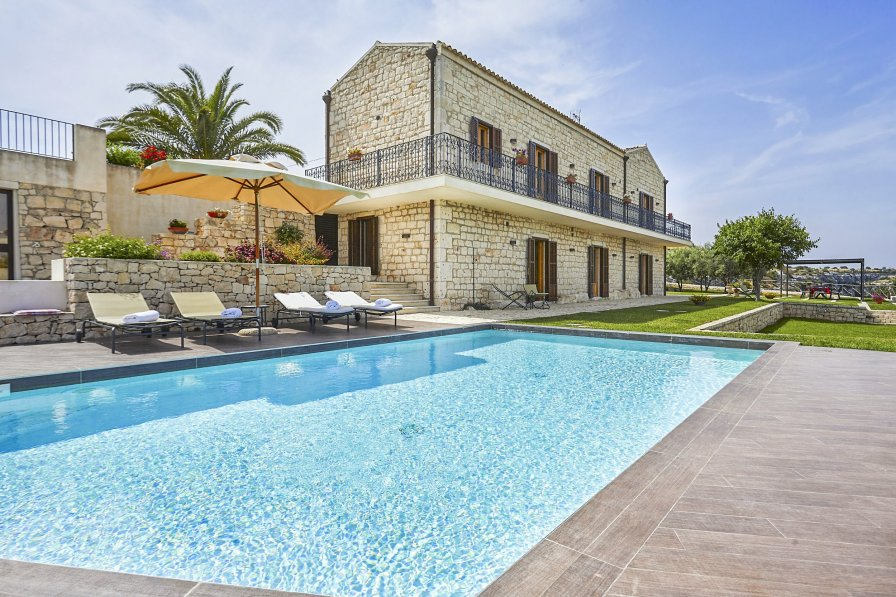 Villa To Rent In Modica Sicily With Private Pool 203267
