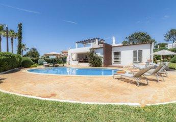 3 bedroom Villa for rent in Almancil