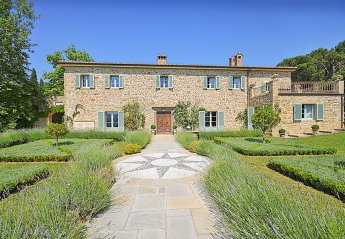 7 bedroom Villa for rent in Cortona