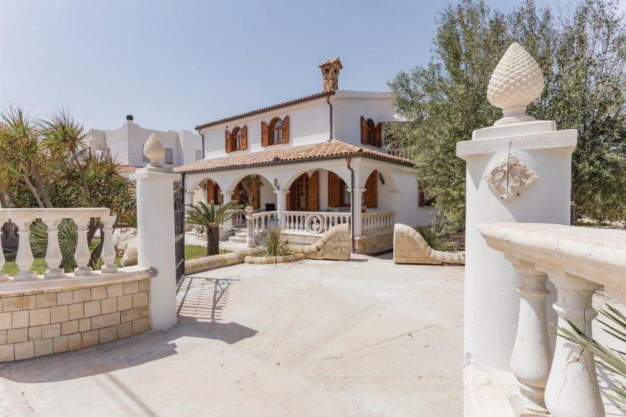 Villa in Italy, Fondo Morte