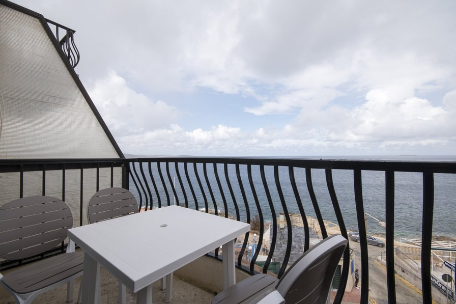 Impressive Views, Seafront 2-bedroom Apartment