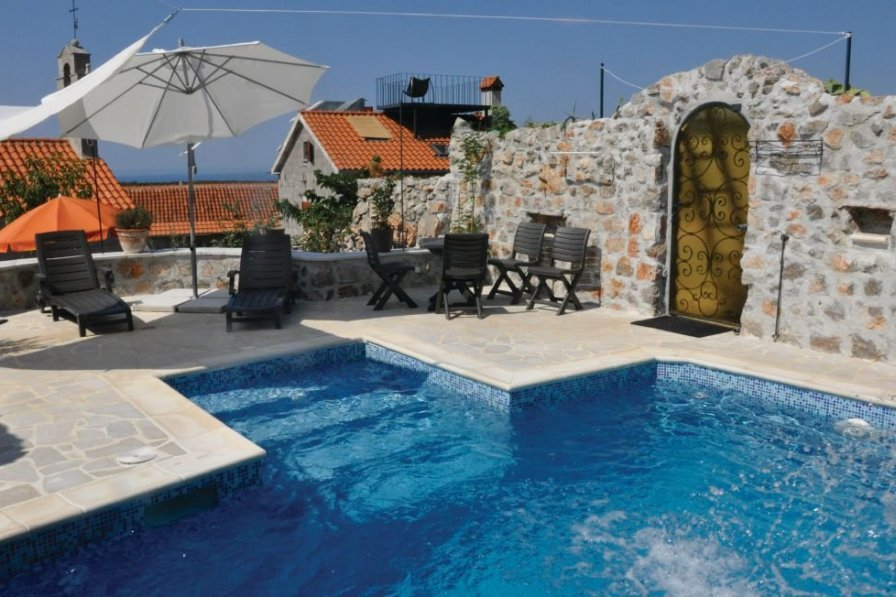 Villa with swimming pool in Tivat