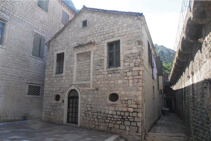 Kotor villa to rent