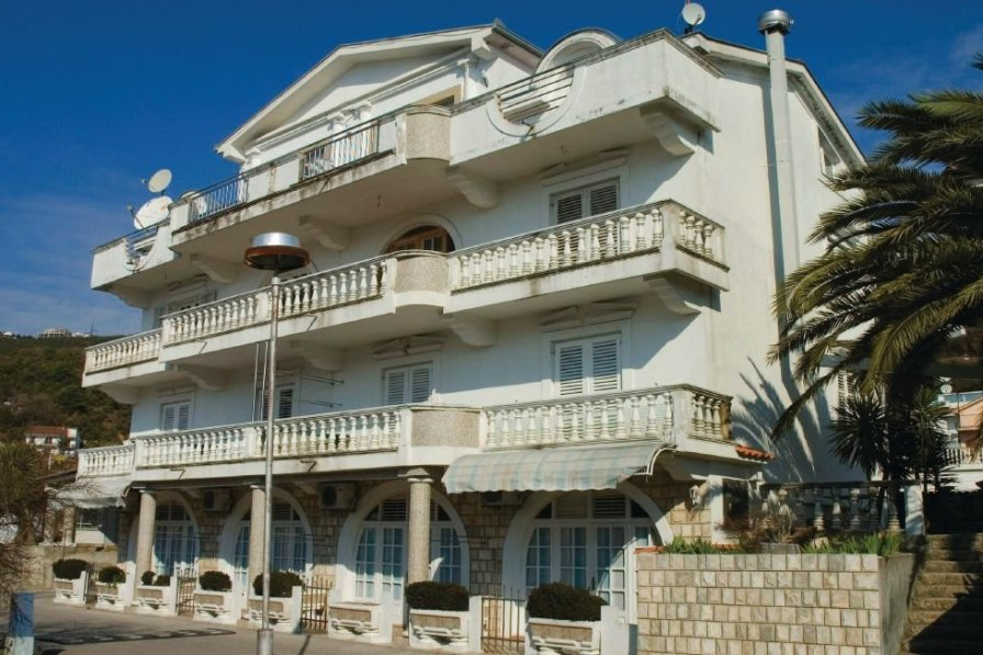 Holiday apartment in Herceg Novi with swimming pool