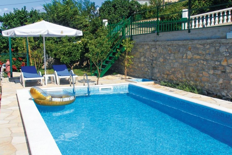 Apartment with shared pool in Herceg Novi